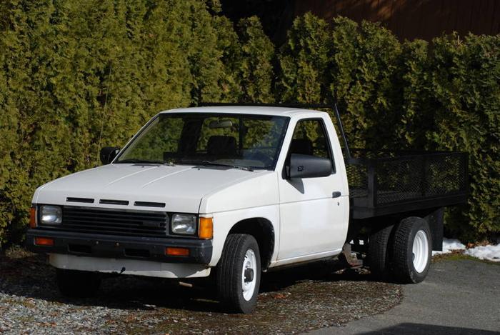 1987 Nissan Dually Flatdeck