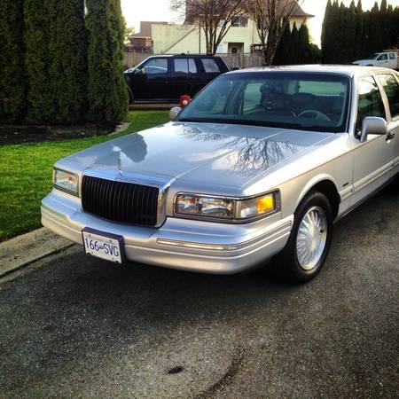 1996 lincoln town car 3750 for sale in aldergrove british columbia all cars in. Black Bedroom Furniture Sets. Home Design Ideas