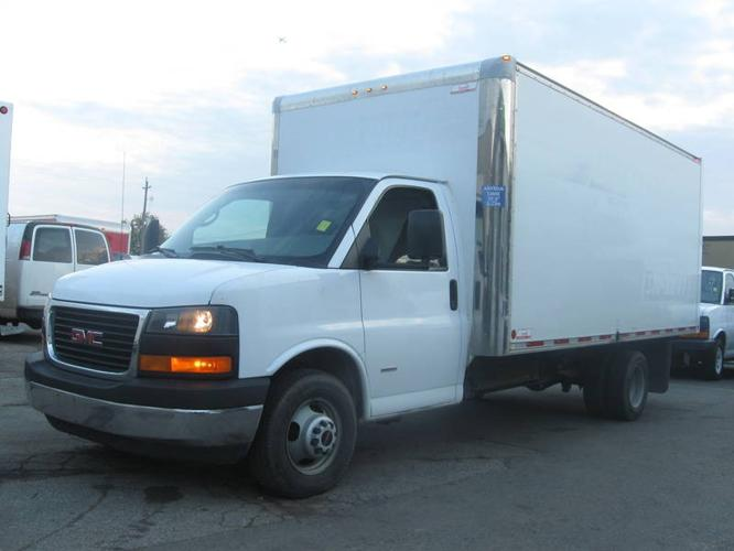 1 owner extra clean 2008 gmc savana g3500 16ft gas cube. Black Bedroom Furniture Sets. Home Design Ideas