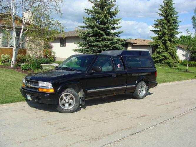 2000 chevrolet s 10 ls pickup truck for sale in winnipeg manitoba all cars in. Black Bedroom Furniture Sets. Home Design Ideas