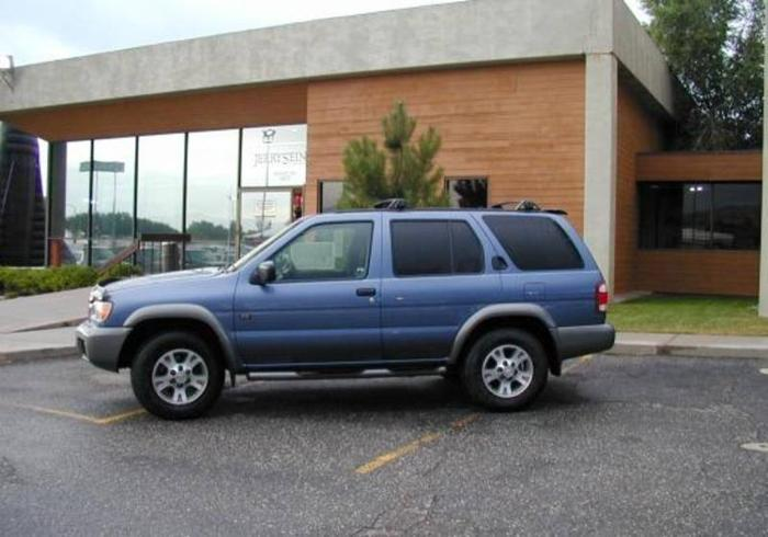 2000 nissan pathfinder suv for sale in calgary alberta all cars in. Black Bedroom Furniture Sets. Home Design Ideas