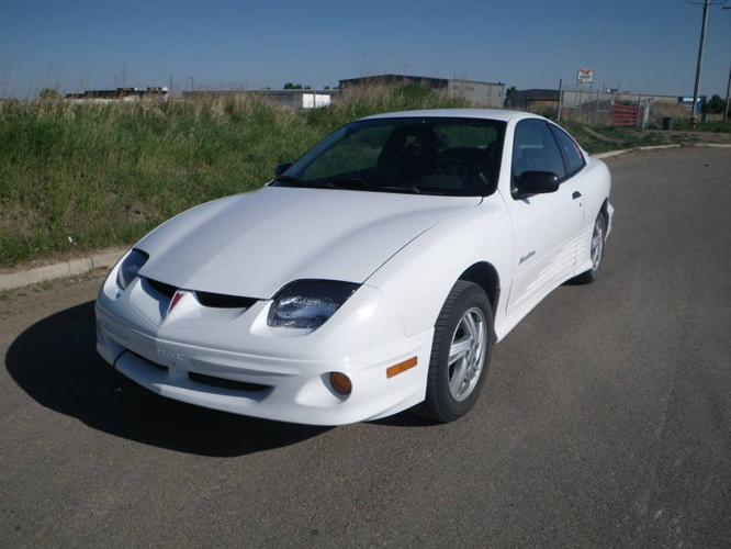 2000 pontiac sunfire coupe for sale in saskatoon. Black Bedroom Furniture Sets. Home Design Ideas
