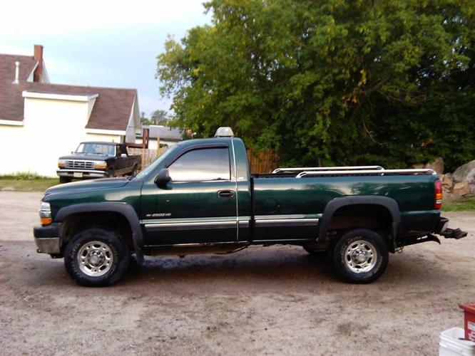 2002 Chevrolet Silverado 2500 Pickup Truck/Tow Truck