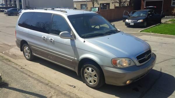2002 Kia Sedona, Low Kms, Very Clean - $2450