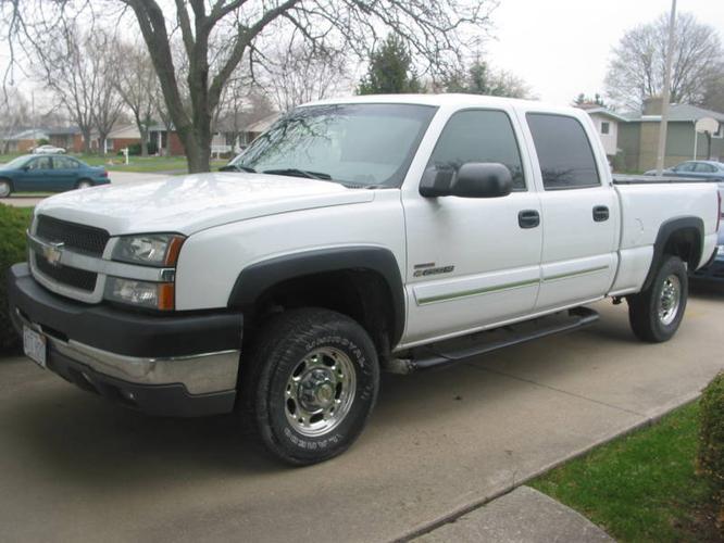 2003 Chevrolet Silverado 2500 LS Pickup Truck