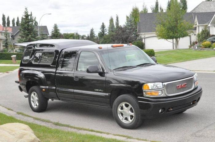 2003 GMC Sierra 1500 Denali Pickup Truck - Quadrasteer - Low KM