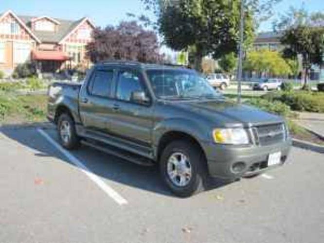 2004 Ford Explorer Sport Trac XLT Pickup Truck