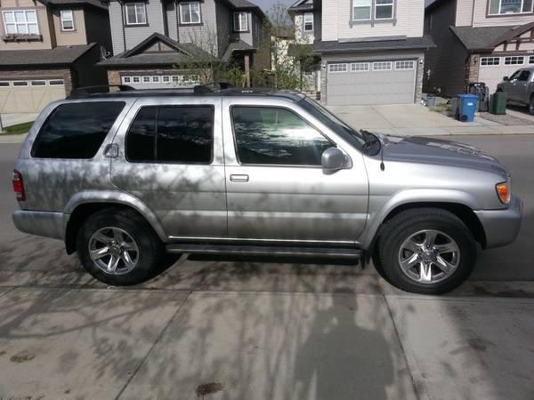 2004 Nissan Pathfinder LE - $11900