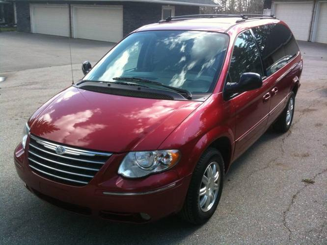 2005 CHRYSLER TOWN & COUNTRY MINIVAN ONLY 31000 KM!!!!!