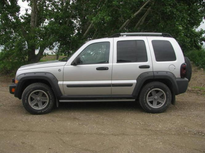 2005 jeep liberty renegade suv for sale in saskatoon. Black Bedroom Furniture Sets. Home Design Ideas