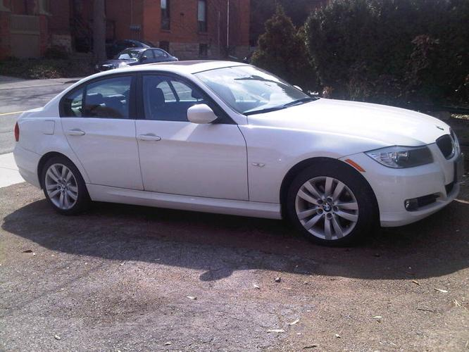 2011 bmw 3 series 323i luxury edition sedan for sale in hamilton ontario all cars in. Black Bedroom Furniture Sets. Home Design Ideas