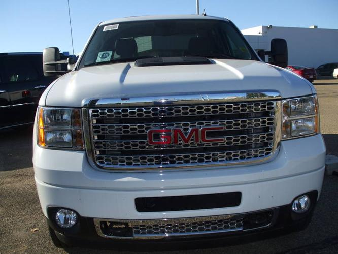 2011 gmc sierra 3500 denali dually diesel pickup truck for sale in leduc alberta all cars in. Black Bedroom Furniture Sets. Home Design Ideas