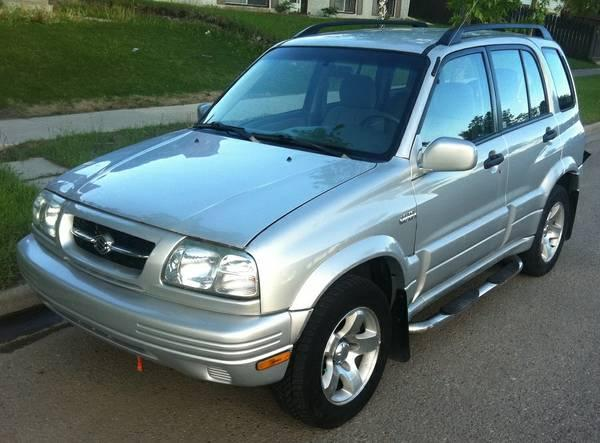 Attractive 2000 Suzuki Grand Vitara Edition 4x4 Silver Auto,REAL DEAL - $3500