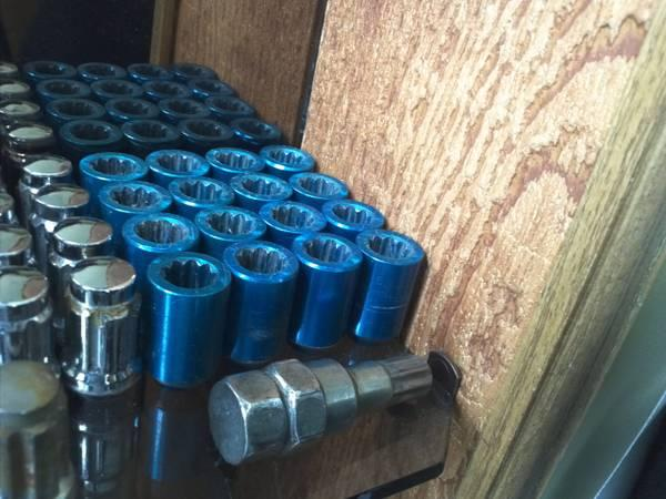 Blue Light weight Lug nuts 12X1.5 16 nuts with key - $35