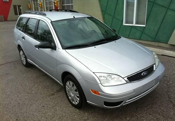 Excellent 2005 Ford Focus SE ZXW Edition Silver Auto,REAL DEAL - $4500