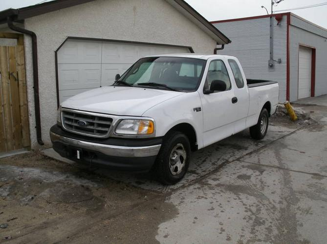 great 2001 ford f 150 extended cab 4 door built ford tough for sale in winnipeg manitoba. Black Bedroom Furniture Sets. Home Design Ideas