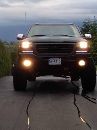 lifted 2002 gmc sierra 2500hd - CAD8200