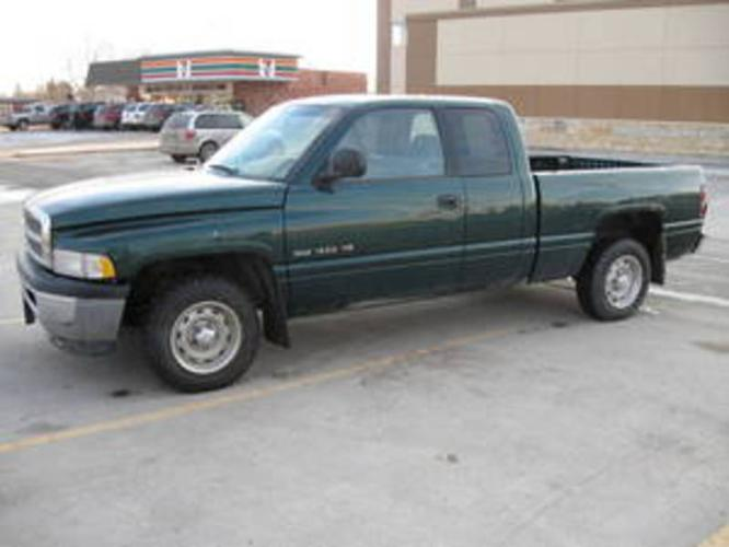 running driving cheap 2001 dodge ram 1500 extended cab for sale in winnipeg manitoba. Black Bedroom Furniture Sets. Home Design Ideas