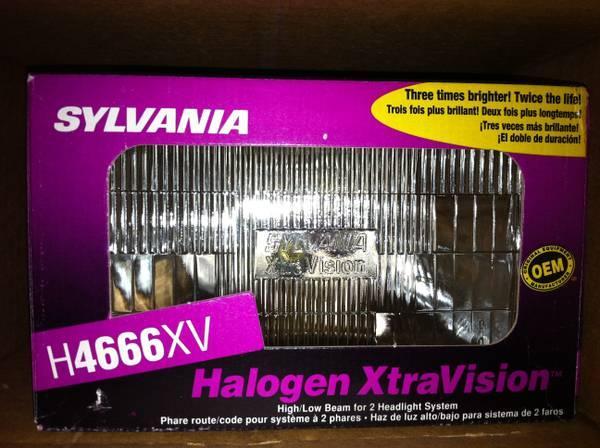 SYLVANNIA h4666xv halogen xtra high / low seal beam head lights. NEW - $12