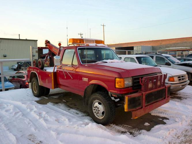 TOW TRUCK---FORD---F350---INSPECTED---WORKS PEFECT